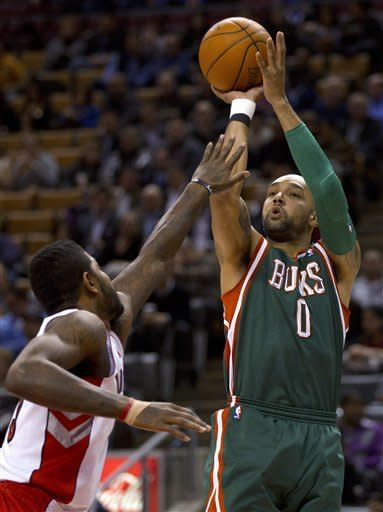 Delfino scores 25 as Bucks beat Raptors