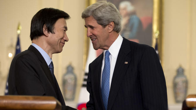 U.S. Secretary of State John Kerry, right, shakes hands with South Korean Foreign Minister Yun Byung-Se, at the State Department in Washington, on Tuesday, April 2, 2013. (AP Photo/Jacquelyn Martin)