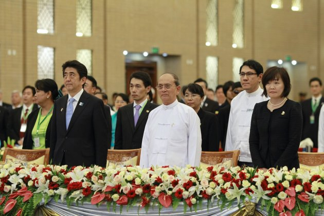 Myanmar's President Thein Sein and Japan's PM Abe stand at attention during the playing of national anthems in Naypyitaw