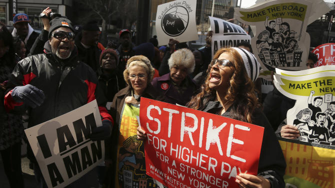 NYC fast food workers picket for higher pay