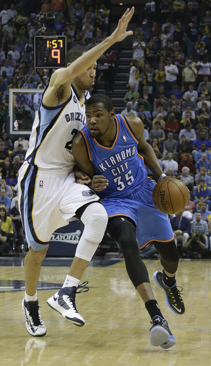 Memphis Grizzlies' Tayshaun Prince defends against Oklahoma City Thunder small forward Kevin Durant (35) during the the first half of Game 4 in a Western Conference semifinal NBA basketball playoff se