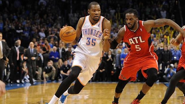 Oklahoma City Thunder small forward Kevin Durant (35) drives to the basket against Atlanta Hawks small forward DeMarre Carroll (5) (Reuters)