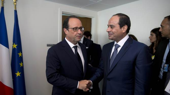 France's President Francois Hollande welcomes his Egyptian counterpart Abdel Fattah Al-Sisi upon his arrival for a meeting on the sidelines of the U.N. General Assembly in New York