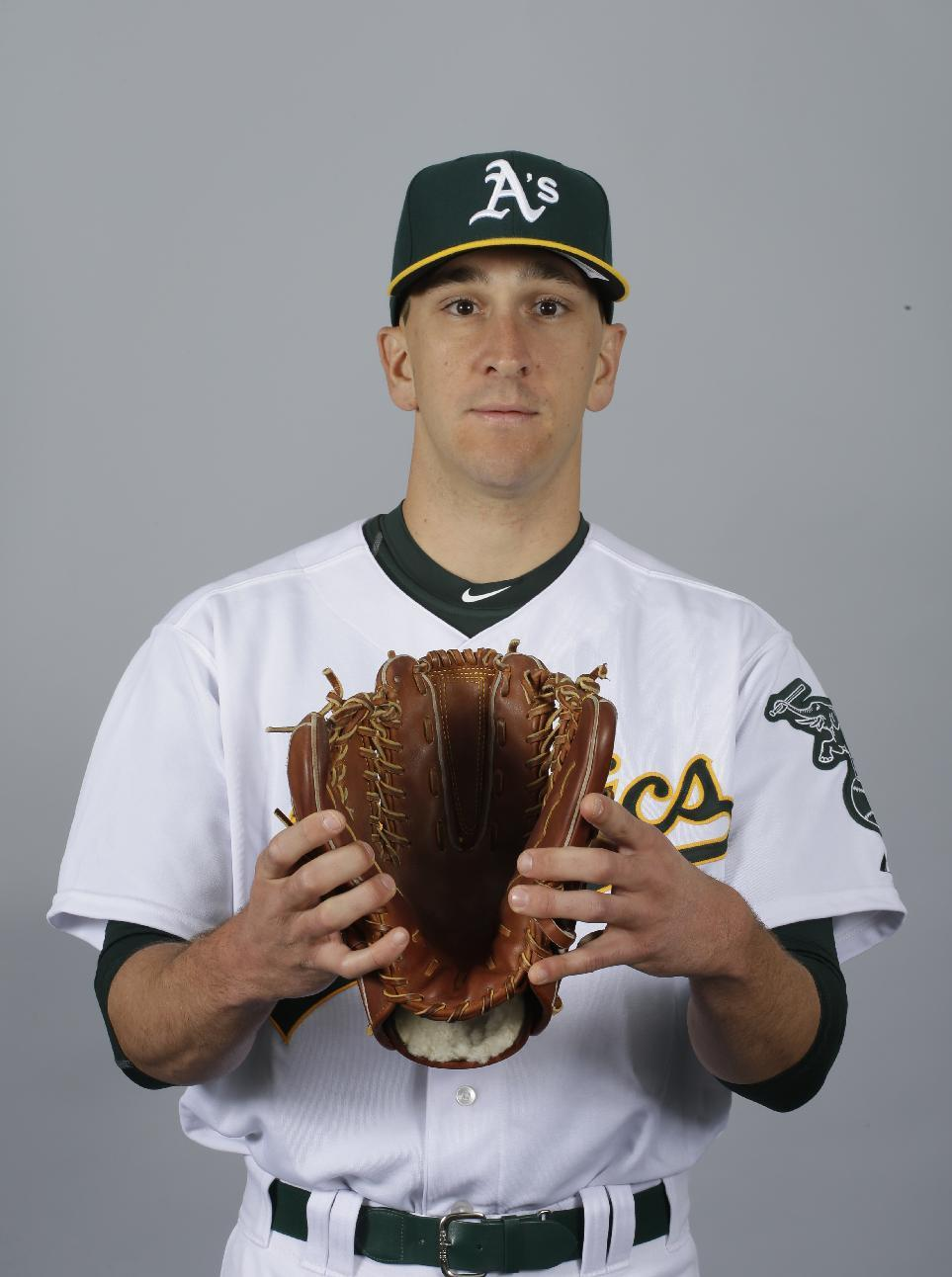 A's switch-pitcher hopes to find spot with Oakland