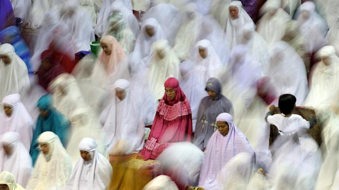 Muslim women perform an evening prayer called 'tarawih' marking the first eve of the holy fasting month of Ramadan at Istiqlal Mosque in Jakarta, Indonesia, Friday, July 20, 2012. During Ramadan, the holiest month in Islamic calendar, Muslims refrain from eating, drinking, smoking and sex from dawn to dusk. (AP Photo/Dita Alangkara)