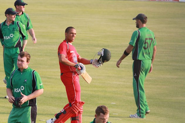 Zimbabwe&amp;#39;s  batsman Edward Rainsford (C)