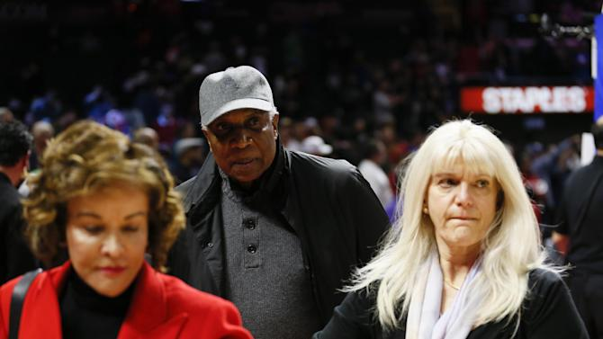 Former Major League Baseball player Frank Robinson leaves after an NBA basketball game between the Los Angeles Clippers and Milwaukee Bucks Saturday, Dec. 20, 2014, in Los Angeles. (AP Photo/Danny Moloshok)