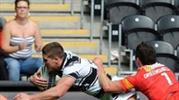 Tom Lineham, left, has penned a new deal at Hull FC