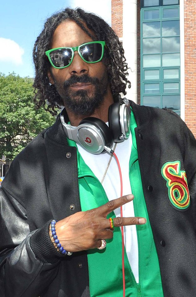 Snoop Dogg dressed appropriately …