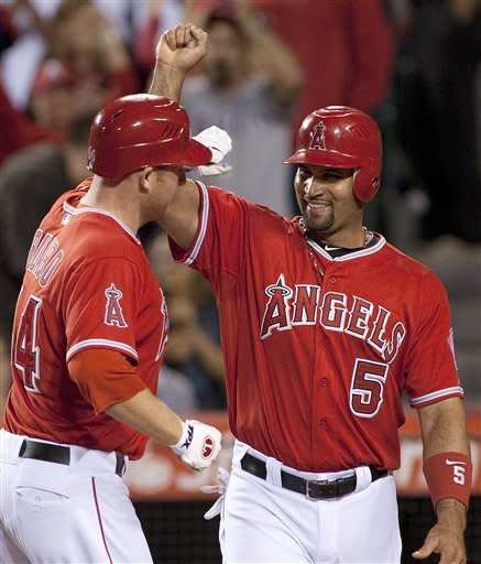 Trumbo homers twice to lead Angels over M's 6-1