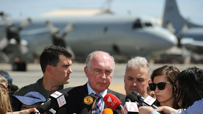 Australian Deputy Prime Minister Warren Truss (C), seen during a press conference at the RAAF Base Pearce, on March 22, 2014