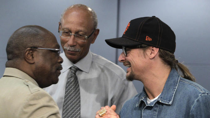 Detroit Mayor Dave Bing, center, watches as Kid Rock greets Detroit NAACP President Wendell Anthony in the mayor's conference room in Detroit, Monday, May 16, 2011. Rock donated a total of $50,000 Monday to five charities in the Detroit area, fulfilling a promise to support his hometown. (AP Photo/Carlos Osorio)