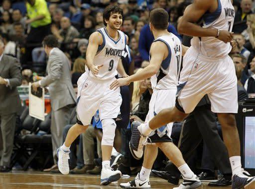 Rubio's return sparks Wolves to win over Mavericks