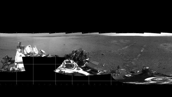 Mars Rover Curiosity Leaves Coded Tracks on First Test Drive