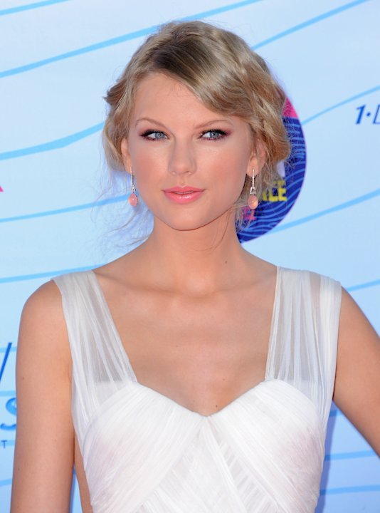 Taylor Swift arrives at the …