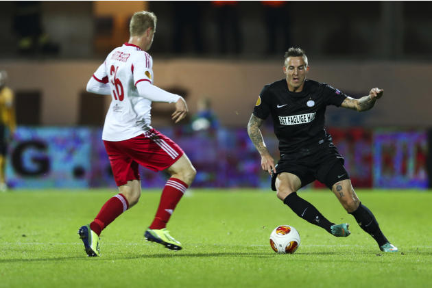 RB Salzburg's Martin Hinteregger, left, and Esbjerg fB's Emil Lyng in action during their Europa League group C soccer match, Thursday, Oct. 3, 2013, in Esbjerg, Denmark