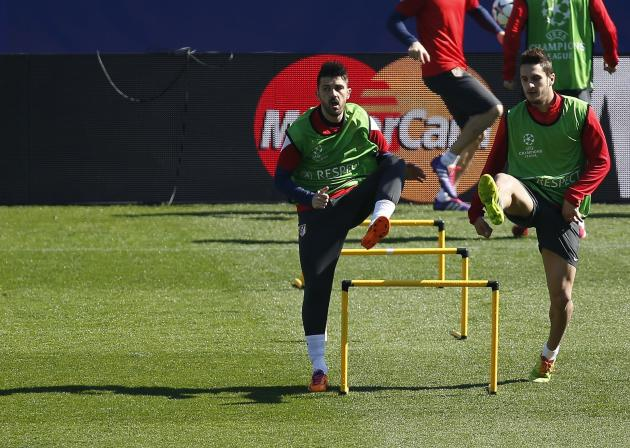 "Atletico Madrid's David Villa and Jorge ""Koke"" Resurreccion attend a training session in Madrid"