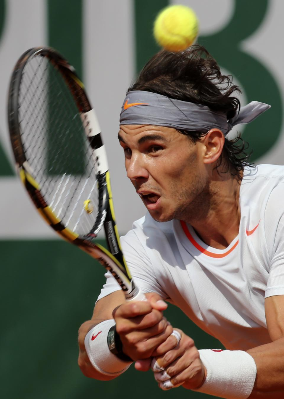 Spain's Rafael Nadal returns the ball to Japan's Kei Nishikori during their fourth round match of the French Open tennis tournament at the Roland Garros stadium Monday, June 3, 2013 in Paris. (AP Photo/Michel Euler)