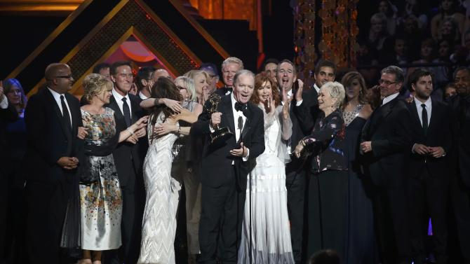 """The cast of """"Days of Our Lives"""" accepts the award for Outstanding Drama Series in a tie with """"The Young and the Restless"""" at the 42nd Annual Daytime Emmy Awards in Burbank"""