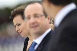 Valerie Trierweiler, companion of France's President Francois Hollande (C), attends a welcoming ceremony at the Planalto Palace in Brasilia, December 12, 2013. REUTERS / Ueslei Marcelino/Files