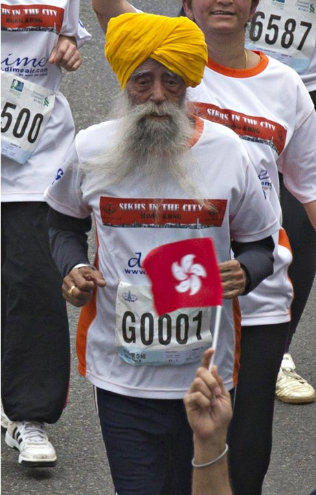British Indian marathon runner Fauja Singh runs in the 10-km race of the Hong Kong marathon