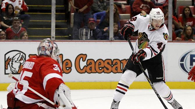 Froese's 2 goals lead Blackhawks past Wings, 4-3
