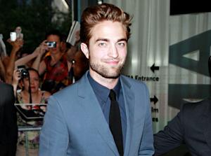 Robert Pattinson's Big Night Out Post-Scandal: Beer, Electronic Cigarettes and Smiles!