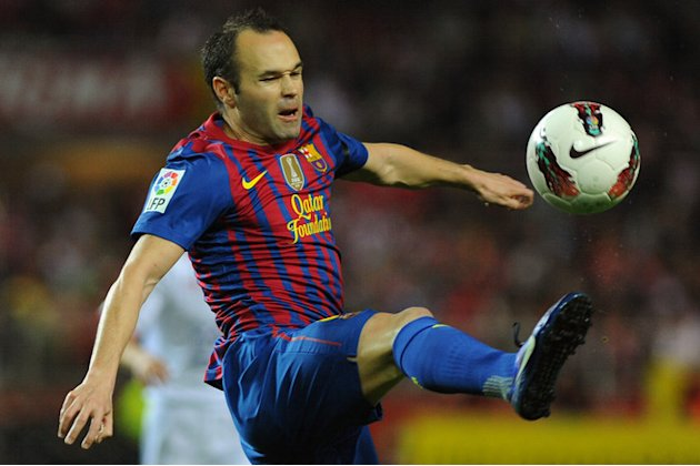 Barcelona's Midfielder Andres Iniesta Control The Ball AFP/Getty Images
