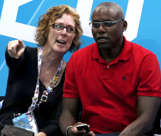 Olympic gold medalist Carl Lewis, right, sits with actress Susan Sarandon during a preliminary men&#39;s water polo match between Italy and Spain at the 2012 Summer Olympics, Monday, Aug. 6, 2012, in London. (AP Photo/Julio Cortez)