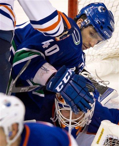Cody Hodgson scores SO winner, Canucks edge Oilers