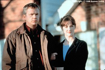 Tim Robbins and Joan Cusack in Arlington Road