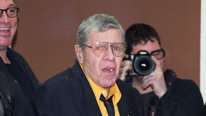 Jerry Lewis makes appearance at 'King of Comedy'