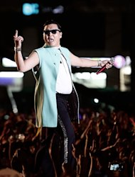 PSY winning New Media Honoree at '2012 AMA'