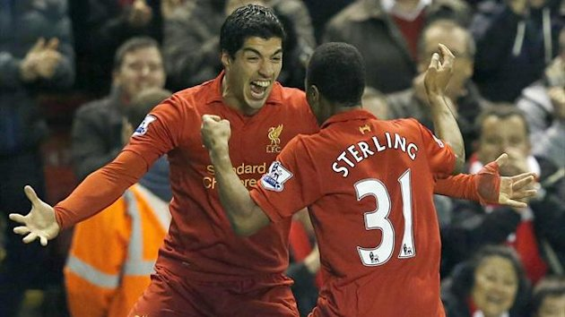 Liverpool&#39;s Raheem Sterling (R) celebrates his goal against Sunderland with Luis Suarez during their English Premier League match