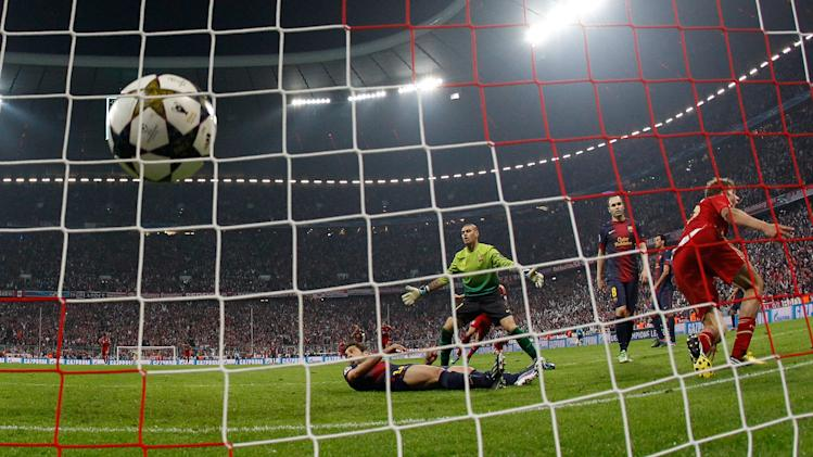 Barcelona players react after Bayern's Thomas Muller, right, scored their fourth goal during the Champions League semifinal first leg soccer match between Bayern Munich and FC Barcelona in Munich, Germany, Tuesday, April 23, 2013. Bayern defeated Barcelona 4-0. (AP Photo/Matthias Schrader)