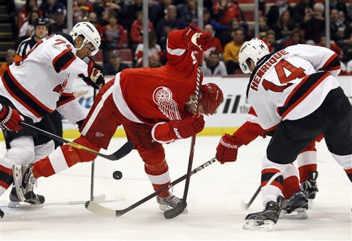 Petr Sykora lifts Devils past Red Wings, 2-1