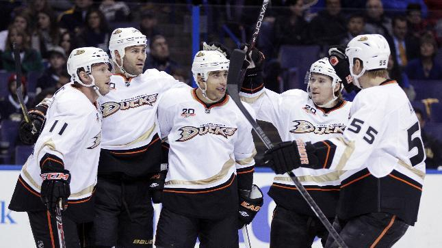Corey Perry scores 18th goal, Ducks beat Blues 5-2