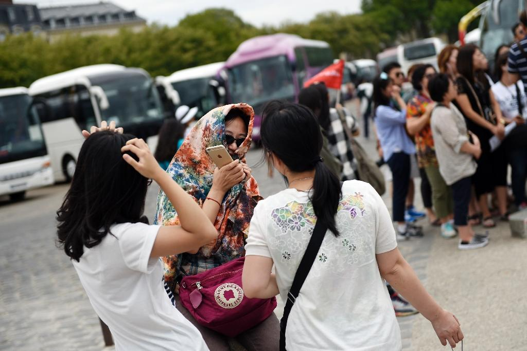 Chinese overseas tourist numbers climb in 2014