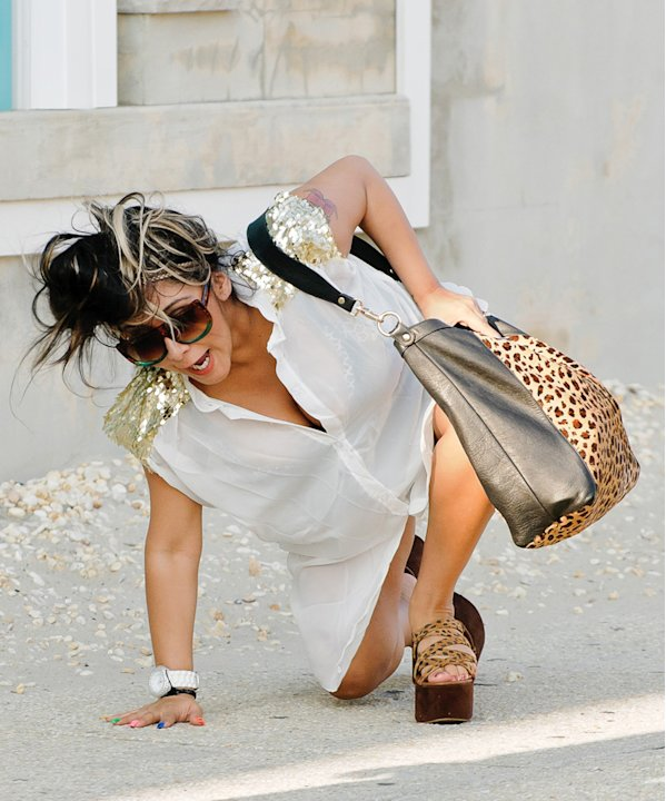 Snooki takes a tumble on the …
