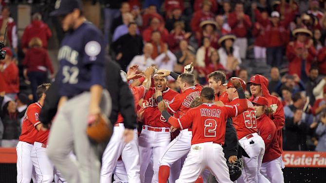 Perez ends his debut with walkoff homer, Angels beat M's 5-4