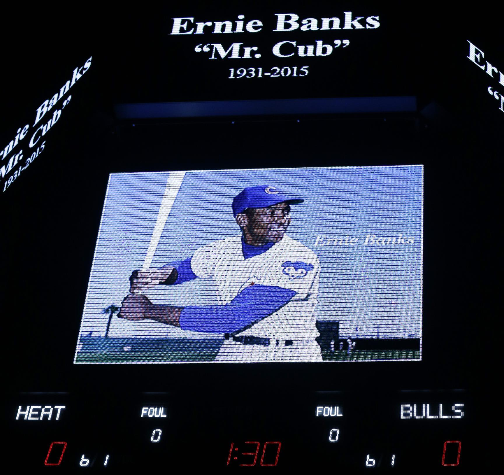 Chicago Cubs' Ernie Banks statue moved downtown for tribute