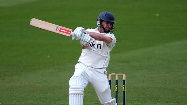 County - Porterfield signs new Warwickshire deal