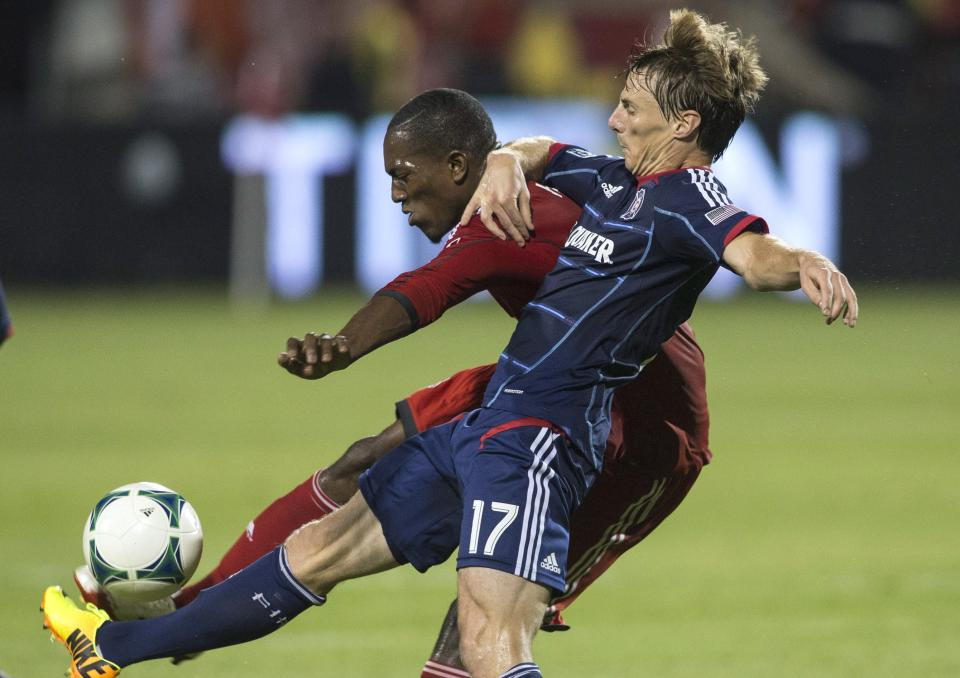 Earnshaw lifts Toronto FC to 1-1 draw with Fire