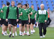 Irish coach Giovanni Trapattoni (R) during a team training session on June 17. Trapattoni&#39;s 4-4-2 system has failed horribly at the Euro 2012, where Ireland have lost their opening two games, with an aggregate score of 7-1