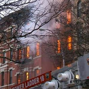 Raw: Injuries Reported in NYC Building Fire