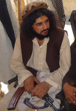 In this Oct. 4, 2009 photo, Pakistani Taliban commander Latif Mehsud sits with fellows in Sararogha in south Waziristan in Pakistan. U.S. troops are holding the senior Pakistani Taliban commander they captured in Afghanistan a week ago, an Afghan provincial official said Friday, Oct. 11, 2013. (AP Photo/Ishtiaq Mahsud)