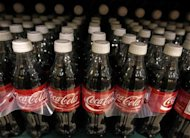 Garrafas de Coca-Cola são vistas em loja de Arlington, nos Estados Unidos, em 2009. A Coca-Cola vendida em vários países, inclusive no Brasil, continua apresentando níveis elevados de uma substância química associada a casos de câncer em animais. 17/08/2009 REUTERS/Jim Young