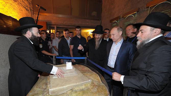 Russian President Vladimir Putin, third right, visits the Western Wall, the holiest site, where Jews can pray, in Jerusalem, early Tuesday, June 26, 2012. (AP Photo/RIA-Novosti, Alexei Druzhinin, Presidential Press Service)