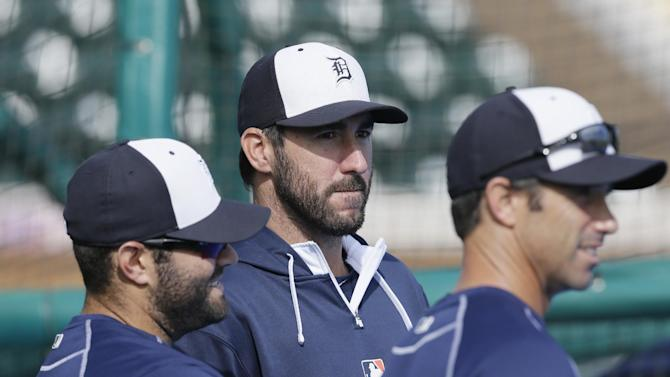 Detroit Tigers starting pitcher Justin Verlander, center, is seen with catcher Alex Avila, left, and manager Brad Ausmus before a spring training exhibition baseball game against the St. Louis Cardinals in Lakeland, Fla., Saturday, March 28, 2015. (AP Photo/Carlos Osorio)