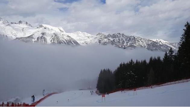 Alpine Skiing - Fog delays start of world championships